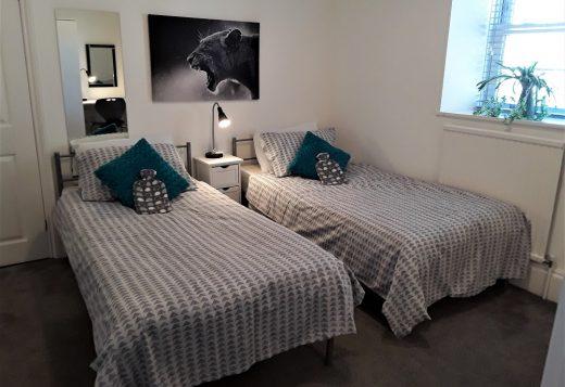 myrivierareatreat.co.uk self catering Torquay bedroom 24 twin