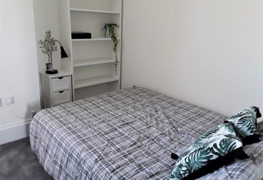 myrivierareatreat.co.uk self catering Torquay bedroom 25 double 2