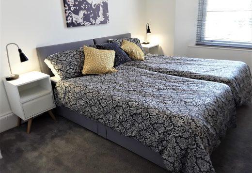 myrivierareatreat.co.uk self catering Torquay bedroom twin 17