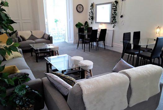 myrivierareatreat.co.uk self catering Torquay lounge (2)