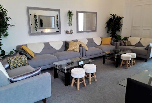 myrivierareatreat.co.uk self catering Torquay lounge 3